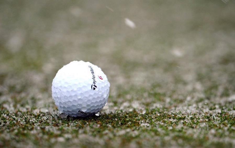 冬のゴルフ対策 体を温め柔らかめのボールを使う