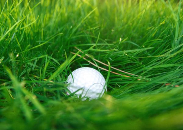 意外と知らないラフの打ち方、夏場のゴルフ、ラフでの対処法